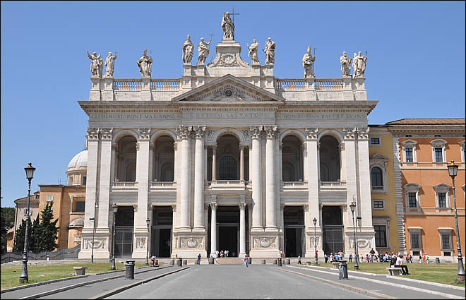 Les grands pèlerinages chrétiens à partir de l`Angleterre au Moyen-Âge - Canterbury -Terre-Sainte - Rome - Compostelle Saint-jean-latran-facade